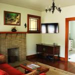 athenscottage_livingroom_1