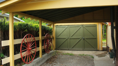 Athens Cottage – wagon wheels